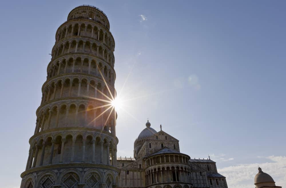 Zakaj stolp v Pisi stoji postrani